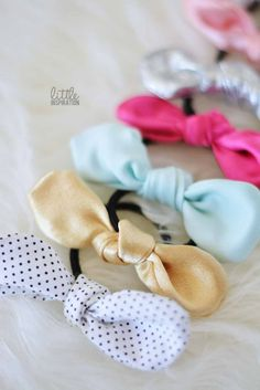 Blog post at Little Inspiration : You've probably have seen those super cute knot bows all over Instagram, Etsy or in Pinterest? Well, today I'm showing you how to make your [..]