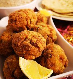Albóndigas de pollo con pistachos | Cocina libanesa | Caracol Viajero My Favorite Food, Favorite Recipes, Albondigas, Dips, Food And Drink, Carne Picada, Tasty, Cookies, Ethnic Recipes