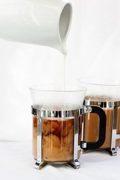 This vegan Vanilla French Press is flavored with vanilla extract, is ready in minutes, and includes a step-by-step tutorial on How to Make French Press Coffee. Coffee Latte, Hot Coffee, Iced Coffee, Coffee Drinks, Coffee Maker, Coffee Creamer, Coffee Mugs, Coffee Lovers, Coffee Time