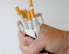 7 astuces pour ne plus retoucher à la cigarette quand vous essayez d'arrêter. La décision d'arrêter de fumer est un grand pas pour soi-même. C'est le signe que l'on est prêt à reprendre sa santé en main et à ne plus laisser la cigarette dicter notre conduite. C'est aussi souvent motivé par...