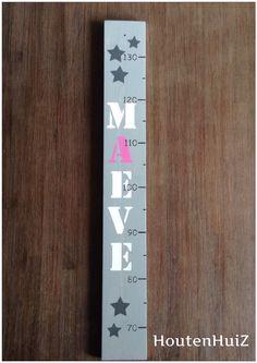 Mooie handgemaakte groeimeter in greywash met naam. Height Chart