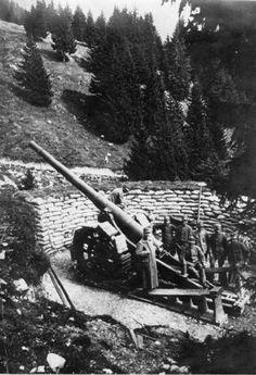 Impiego di una bocca da fuoco da parte di artiglieri dell'esercito italiano, Valle Raccolana 1916. SIRBeC. #StorieIGM