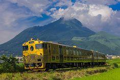 外観。もともとは廃車となっていた気動車(ディーゼル車)を、ここまで改造したものなのだ。列車界にも「匠」がいる。(写真提供:JR九州)