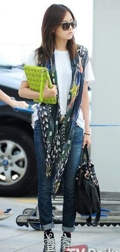 scarf styling - Heo Gayoun of 4minute