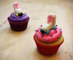 Now these would be perfect for my party!!!! Roller Skate Cupcakes