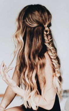 This is one of the easy pretty hairstyles we love! This is one of the easy pretty hairstyles we love! Braided Hairstyles, Cool Hairstyles, Easy Pretty Hairstyles, Hairstyles For Teens, Half Pony Hairstyles, Quince Hairstyles, Drawing Hairstyles, Indian Hairstyles, Evening Hairstyles