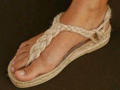 Templates for making espadrilles Crochet Shoes Pattern, Shoe Pattern, Greek Sandals, Shoes Sandals, Cute Shoes, Me Too Shoes, Ethno Style, Diy Accessoires, Crochet Sandals