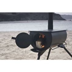 Originally designed for disaster relief, this wonderfully designed compact stove is lightweight and carries like a suitcase! All of the stove components stow away inside the firebox, virtually eliminating sooty messes during transportation. It even comes with it's own stove jack and exhaust damper!