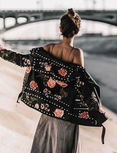 More boho outfits from Stayingsummer! More boho outfits from Stayingsummer! Fashion Moda, Boho Fashion, Fashion Beauty, Looks Style, Style Me, Bohemian Style, Boho Chic, Embroidered Leather Jacket, Street Style Outfits