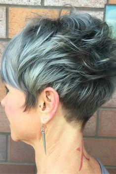 10 Short Haircuts for Fine Hair – Great Looks from Office to Beach! Trendy short haircuts with layers are a great way to get the best out of fine hair. Short pixies or bobs always draw attention to your eyes an… Short Messy Haircuts, Haircuts For Fine Hair, Hairstyles Over 50, Short Hairstyles For Women, Hairstyles Haircuts, Trendy Hairstyles, Short Hair Cuts, Short Hair Styles, Short Pixie