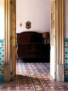 Interior.Sven Everaert. Cuba. Cuban Tiles. old walls