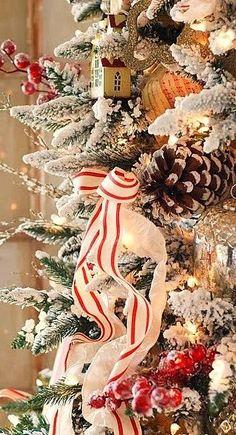 Christmas lantern..        Christmas tree...      Source: http://inspirationlane.tumblr.com/post/70894962476   ♥︎      Beautiful Ornament...