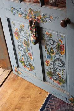 15 Ideas home art studio ideas diy furniture stencil Home Art Studios, Art Studio At Home, Hand Painted Furniture, Diy Furniture, Furniture Stencil, Norwegian Rosemaling, Painted Doors, Painted Chest, Tole Painting
