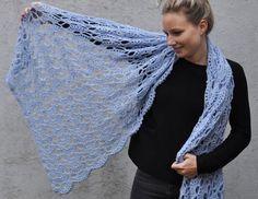 Met dit patroon en het prachtige garen Lana Grossa Arioso maak je een engelachtige sjaal of omslagdoek. Crochet Lace Scarf, Gilet Crochet, Crochet Shawls And Wraps, Love Crochet, Crochet Scarves, Diy Crochet, Beautiful Crochet, Lace Knitting Patterns, Knitting Charts