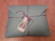 http://keepingitrreal.blogspot.com.es/2015/05/felt-or-fabric-envelope-gift-package.html