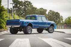 """Big Blue"" Custom 1972 Chevy, 4x4, Longhorn, Crewcab, dually w/ a 454 bigblock engine."