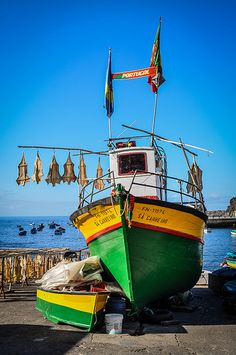 Câmara de Lobos, Madeira, Portugal Funchal, Places To Travel, Places To Visit, Learn Brazilian Portuguese, Portuguese Culture, Boat Fashion, Spain And Portugal, Churchill, Surfing