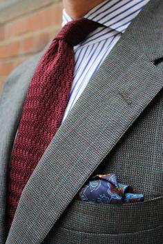 Burgundy knitted tie