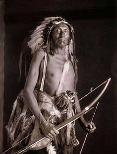 Goes Ahead (aka Walks Among The Stars) - Crow - before 1919 Native American Photos, Native American History, Native American Indians, Native Americans, Crow Indians, Art Beat, Indian People, Le Far West, Old West