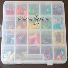 Spring cleaning just got a whole lot cheaper! Organize for less with these creative dollar store organization and storage ideas. There are ideas for every room in your house (kitchen, bathroom, laundry, closet, office and more!) Kitchen Dollar Store Organization and Storage Ideas Dollar Store Pantry Makeover square glass containers + large plastic bulk containers …