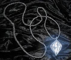 Avalain's pendant looks like this. It vaguely resembles the shape of the moon, mixed with the shape of a diamond.