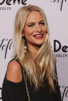 Poppy Delevingne Layered Cut - Poppy Delevingne sported trendy layers during the KaDeWe grand opening.
