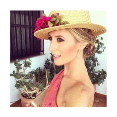 Invitada perfecta by @martabonaque  Canotier floral