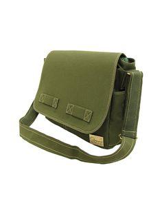 Jack é uma bolsa carteiro de lona ideal para quem precisa de uma bolsa robusta Entre em nossa loja para conferir outros modelos de bolsas masculinas.