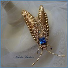 Bugs are Beautiful Leather Embroidery, Bead Embroidery Jewelry, Gold Embroidery, Fabric Jewelry, Beaded Jewelry, Brooches Handmade, Handmade Jewelry, Beaded Spiders, Lesage