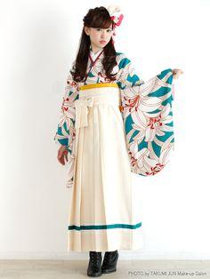 最後だからこそ悩む卒業式の髪型…編み込み、前髪なし/あり、アレンジ自在なロングさんは特に迷いますよね。卒業式の袴&ドレスの両方に使えるロングさん向けの髪型をご紹介します。お気に入りの髪型ですてきな卒業式を!ご卒業、おめでとうございます。 Kimono Japan, Yukata Kimono, Japanese Kimono, Kimono Fashion, Lolita Fashion, Fashion Outfits, Harajuku Fashion, Japan Fashion, Modern Kimono