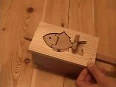 The fish is not connected to the box. from https://www.youtube.com/watch?v=MQvMUR1KE3o
