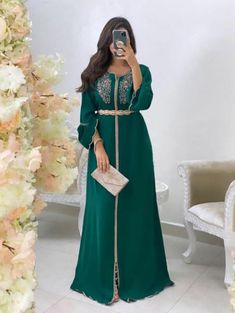 Morrocan Fashion, Morrocan Dress, Moroccan Caftan, Simple Dresses, Beautiful Dresses, Long Sleeve Evening Gowns, Arab Fashion, Muslim Fashion, Arabic Dress