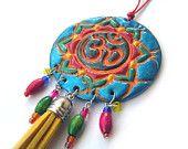 Collar de OM Aum, gota-forma, bohemio, boho, gitano, iridiscentes, Budismo, cuentas de madera