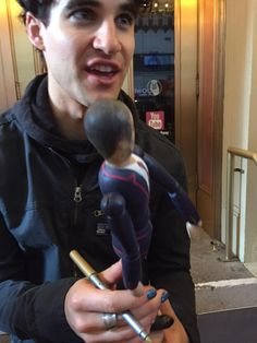 J3ss1ca_Colfer: Darren Criss receiving a doll painted as Blaine Anderson from the fan next to me at the stage door. He loved it :)