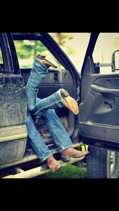 Perfect country engagement picture. Love the boots!