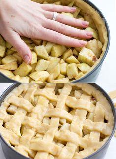 Vandaag een snel recept – want ja, ik maakte gebruik van een bakmix – en eentje die prima past bij de verandering van seizoenen. Het wordt weer heerlijk weer, maar de echte bakliefhebster bakt door. Omdat ik een appeltaart heel erg vind passen bij de winter, besloot ik een frissere variant uit te proberen. Ook...Lees Meer »