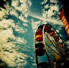photograph / Holga camera / 120 film / lomography / my holga photos never turn out anything like this