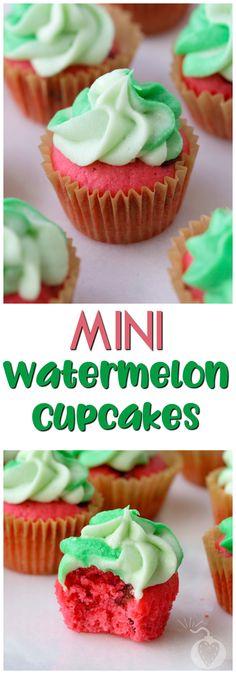 Mini Watermelon Cupcakes #watermelon #watermeloncupcakes #summertreats #summercupcakes