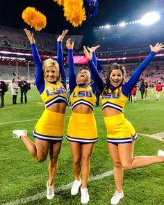 School Cheerleading, Cheerleading Pictures, Cheerleading Outfits, Cheer Team Pictures, Softball Senior Pictures, Cheer Pics, Senior Guys, Senior Photos, High School Cheer