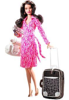 Shopping Iguatemi recebe exposição que conta história da moda através de bonecas Barbie