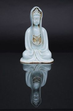 A Qingbai seated figure 'Guanyin'. China, probably Southern Song-dynasty (1127-1368)