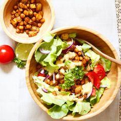 Wie von euch gewünscht findet ihr diesen echt leckeren proteinreichen Salat als neustes Rezept-Video auf meinem Youtube Kanal BodyKiss . Hoffe ihr macht ihn fleißig nach und verlinkt mich  * * *  #healthyrecipes #gesund #rezeptidee #foodporn #foodgasm #fitnessrecipes #fitnessfreak #fitnessfood #recipe #health #gesundessen #rezept #lowfat # #absaremadeinthekitchen  #teambodyshape #vegan #veganbacken #gesundkochen #vegan #veganwaslos #proteinküche #highprotein #nosupplements