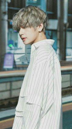 """Taehyung be careful "" Jackson. ""Run Taehyung runnnnn . ------ ""Please don't eat me , "" Taehyung . Bts Taehyung, Namjoon, Jimin, Bts Bangtan Boy, Jungkook Smile, Jungkook Funny, Taehyung Photoshoot, Daegu, Fan Fiction"