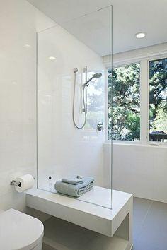 dusche gläserne duschhwand weiße badfliesen badideen