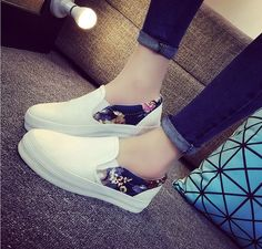 - Cute slip-on floral casual sneakers for a classic look - Breathable upper - Made from canvas - Rubber sole - Available in 2 colors