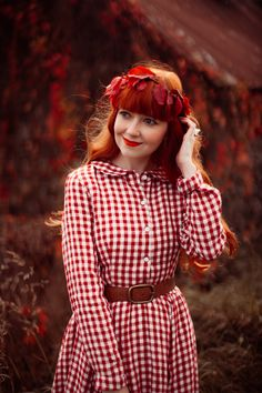 A November Crown Teen Photography Poses, Autumn Photography, Cute Girl Pic, Cute Girls, Go Red, Retro Chic, Little Dresses, Clothes Horse, Gothic Beauty