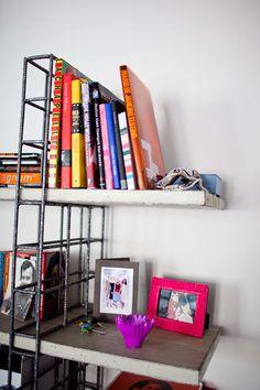 I love these re-bar shelves! Maybe with a little welding help from the neighbor, I could make my own!