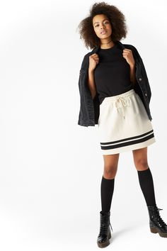 Bring out your sporty side with this durable mini skirt. Elasticated at the waist with a drawstring.
