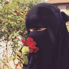 ️❤️❤️❤️ Ve bir de bu arzuyla yawayan xanimlar var. Hijab Niqab, Muslim Hijab, Hijab Chic, Mode Hijab, Arab Girls Hijab, Muslim Girls, Hijabi Girl, Girl Hijab, Niqab Fashion