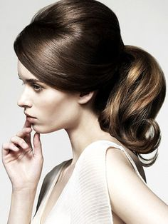 Retro and romantic 60s ponytail